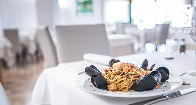 Mediterrane Küche mit Fisch